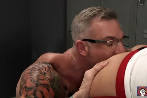 trent bloom gets double fisted by tattooed daddy