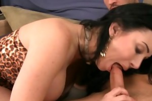 busty milf rayveness fuck a large cock
