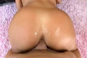 free video of a youthful gal getti...