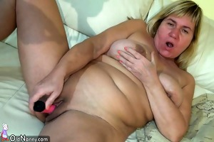 sexy young girl licking old corpulent love tunnel