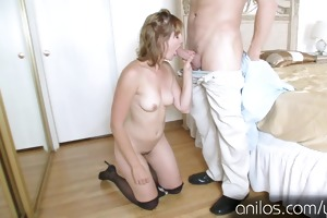 can you give this sexy mom the hard pussy fuck