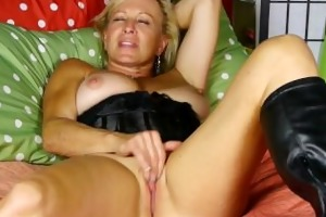 blond mother i nicole gets off with her fingers