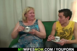 he copulates her biggest mom and receives busted