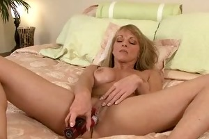 milf closeup rubbing