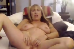 im an outstanding milf and im masturbating my wet